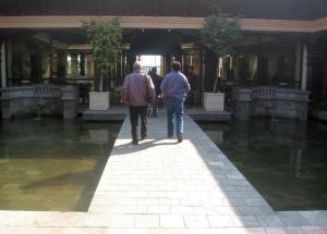 כניסה למלון היאט קדמנדו