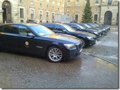 מכוניות זוכי הנובל בחצר הארמון